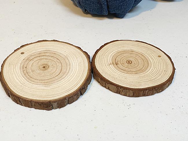2 wood slices