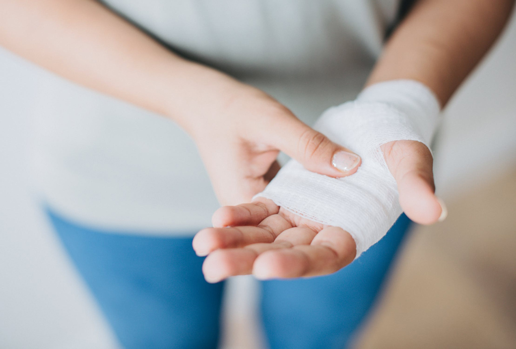 How to Deal With Basic First Aid Situations