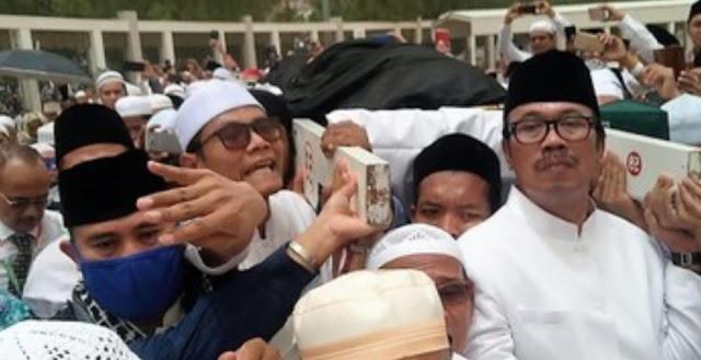 Dubes Agus Maftuh: Imam Besar FPI Salah Makam, Bukan di Liang Mbah Moen