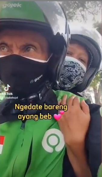 Romantis, Kakek Sopir Ojol ini Ajak Istri Ngedate Bikin Netizen Baper . Jomblo Menangis Melihat Ini