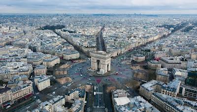 Photo: A corner of Paris - France taken from a drone (Rodrigo Kugnharski on Unsplash)