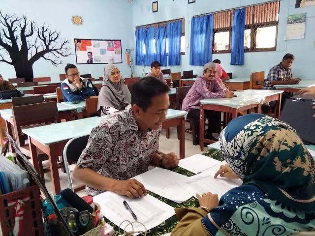 Ujian Kenaikan Kelas Dirumah, Orang Tua Ambil Soal di Sekolah