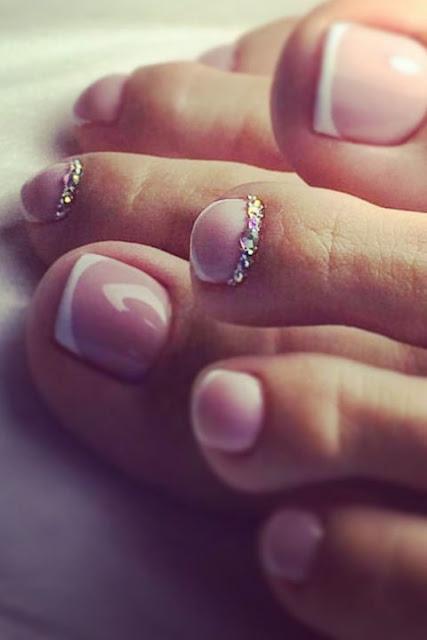 15 fotos de unhas decoradas nos pés para você se inspirar
