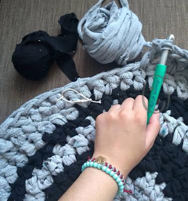 Dywan na szydełku ze starych ubrań - Adzik tworzy