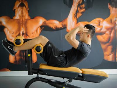 ghế cong tập bụng tại phòng gym