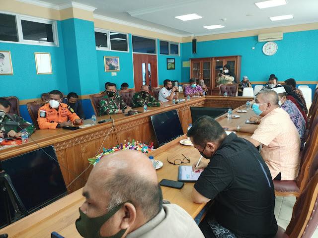 Bupati Didampingi Wabup Natuna Pimpin Rakor Penanganan Covid-19 Dengan Seluruh Petugas Gugus Tugas