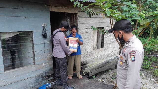 Kapolres Natuna Berikan Bantuan Paket Sembako Untuk Masyarakat Yang Terdampak Covid-19