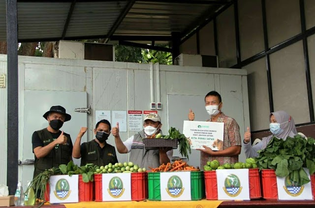 Dishut Jabar Beli Sayur Dari Petani Terdampak COVID-19 Untuk Pakan Satwa Bunbin