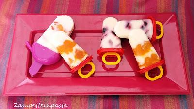 Ghiaccioli alla frutta e yogurt greco