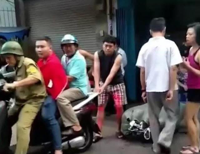 Sư thầy nổi giận vì bị giật ĐTDĐ xịn, kiên quyết kêu công an bắt tên cướp ở TP.HCM