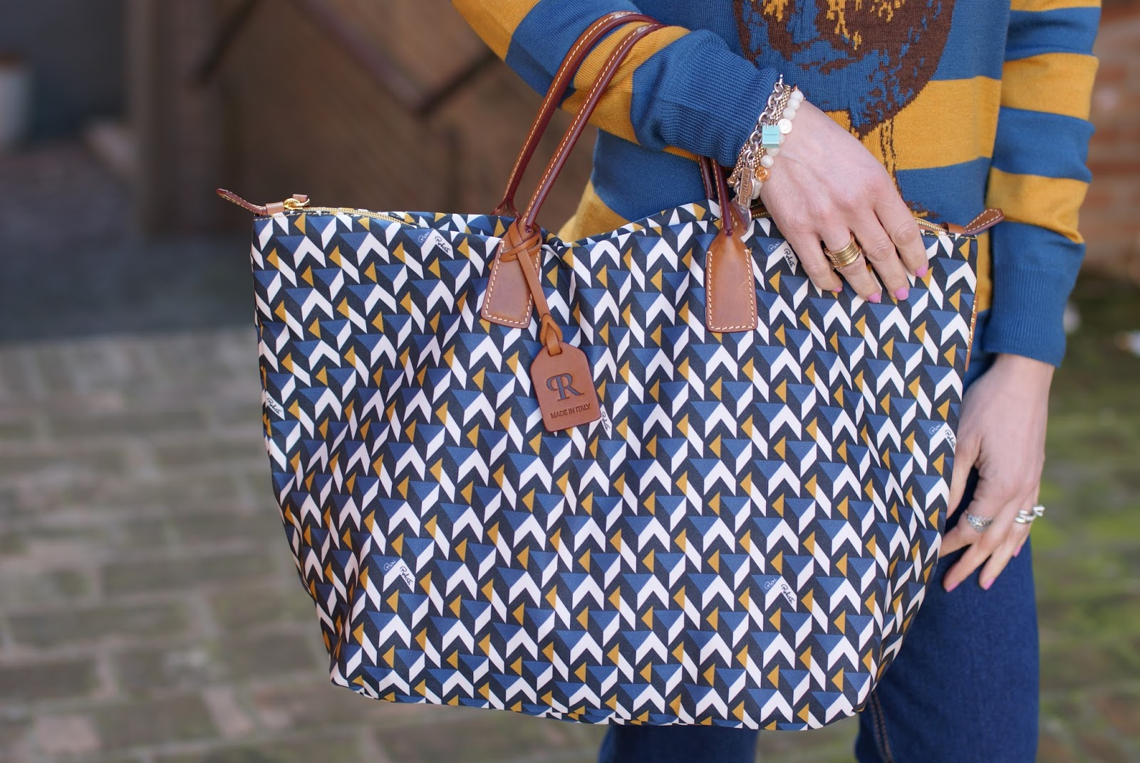Cube print Roberta Pieri Robertina bag on Fashion and Cookies fashion blog, fashion blogger style