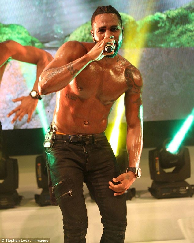 Jason Derulo thrills the audience with shirtless performance 2016 Cannes Lions festival