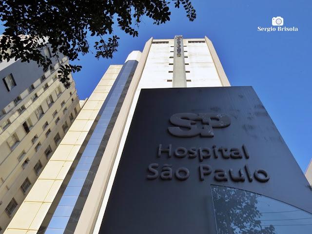 Perspectiva inferior da fachada do edifício principal do Hospital São Paulo - Vila Clementino - São Paulo