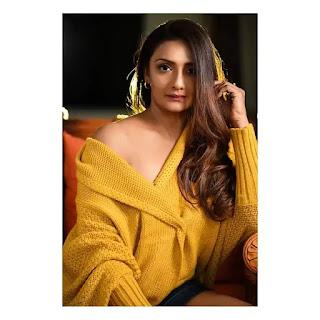 Shanthipriya instagram