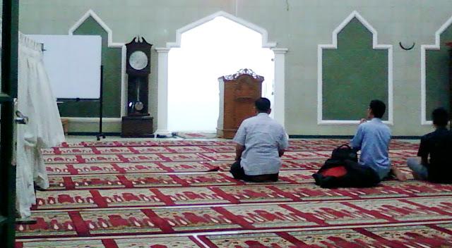 Masjid Yang Mulai Kembali Sepi