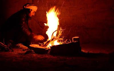 beduino fuego fogata noche desierto