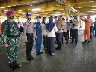 Polres Pelabuhan Makassar Bersama Stakeholder Resmi Tutup Posko Angkutan Laut Nataru