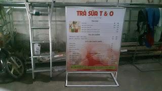 Làm hộp đèn dựng đất quán trà sữa T&O