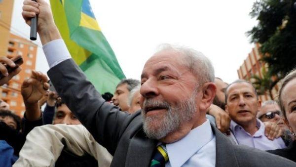Lula dice que Brasil debe invertir en educación y no en armas