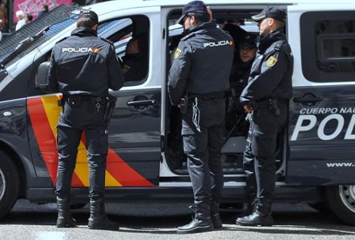 إسبانيا : اعتقال الزعيم المفترض لمنظمة إجرامية متخصصة في تزويد الزوارق السريعة التي تنقل المخدرات بالوقود