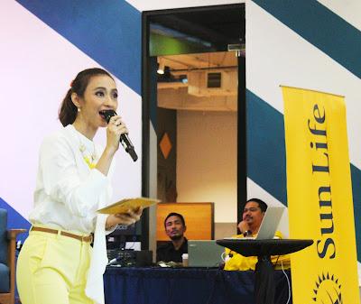 Deasy Noviyanti sebagai MC acara dari Sun Life Indonesia