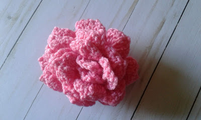 crochet rose in pink