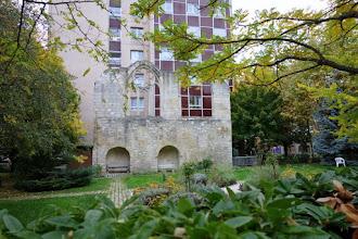 Paris : Vestiges du couvent des Cordelières dans les jardins de l'hôpital Broca - Angle des rues Pascal et de Julienne - XIIIème