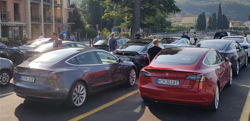 10 Teslas - Septemberwochenende am Gardasee