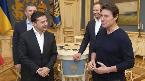 Az ukrán elnök hivatalában fogadta Tom Cruise amerikai színészt