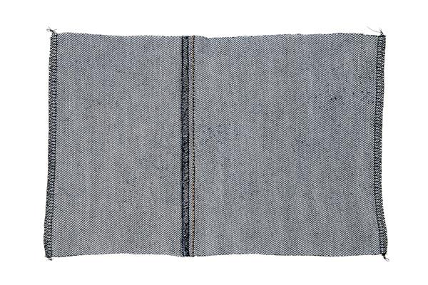 Kalenterin farkkukansien reunojen huolittelu saumurilla tai ompelukoneen siksak-ompeleella