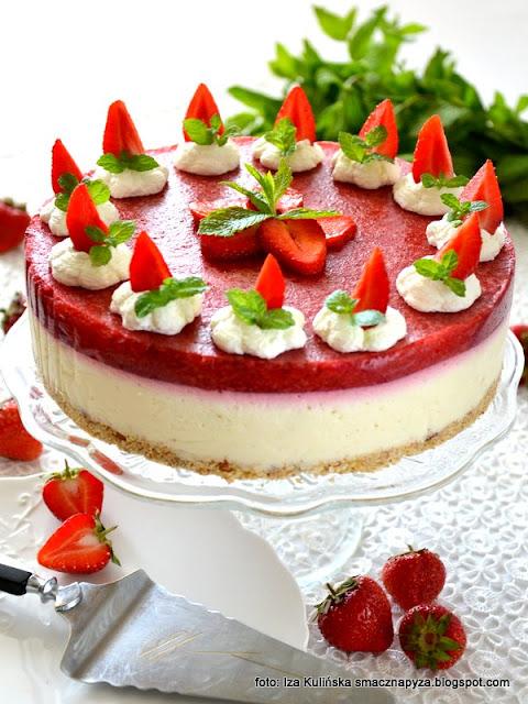 najlepszy sernik bez pieczenia , serniki , ciasto na niedzielę , truskawki , sernik z serkow homogenizowanych , desery na lato , prosty przepis , jak zrobić sernik na zimno ,