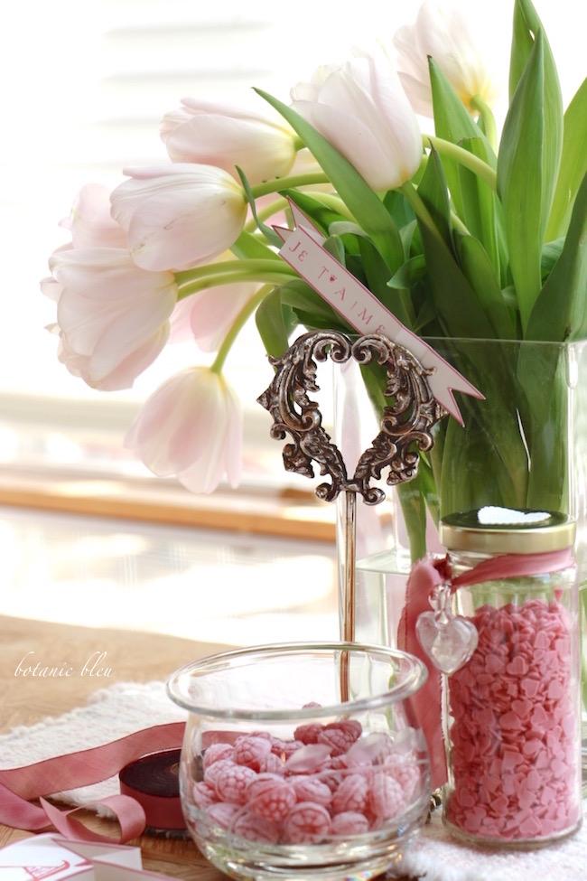 pink-tulip-silver-heart-centerpiece