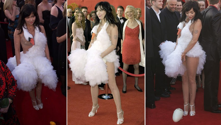 Busana Paling Seksi di Red Carpet - Bjork at the Oscars 2001