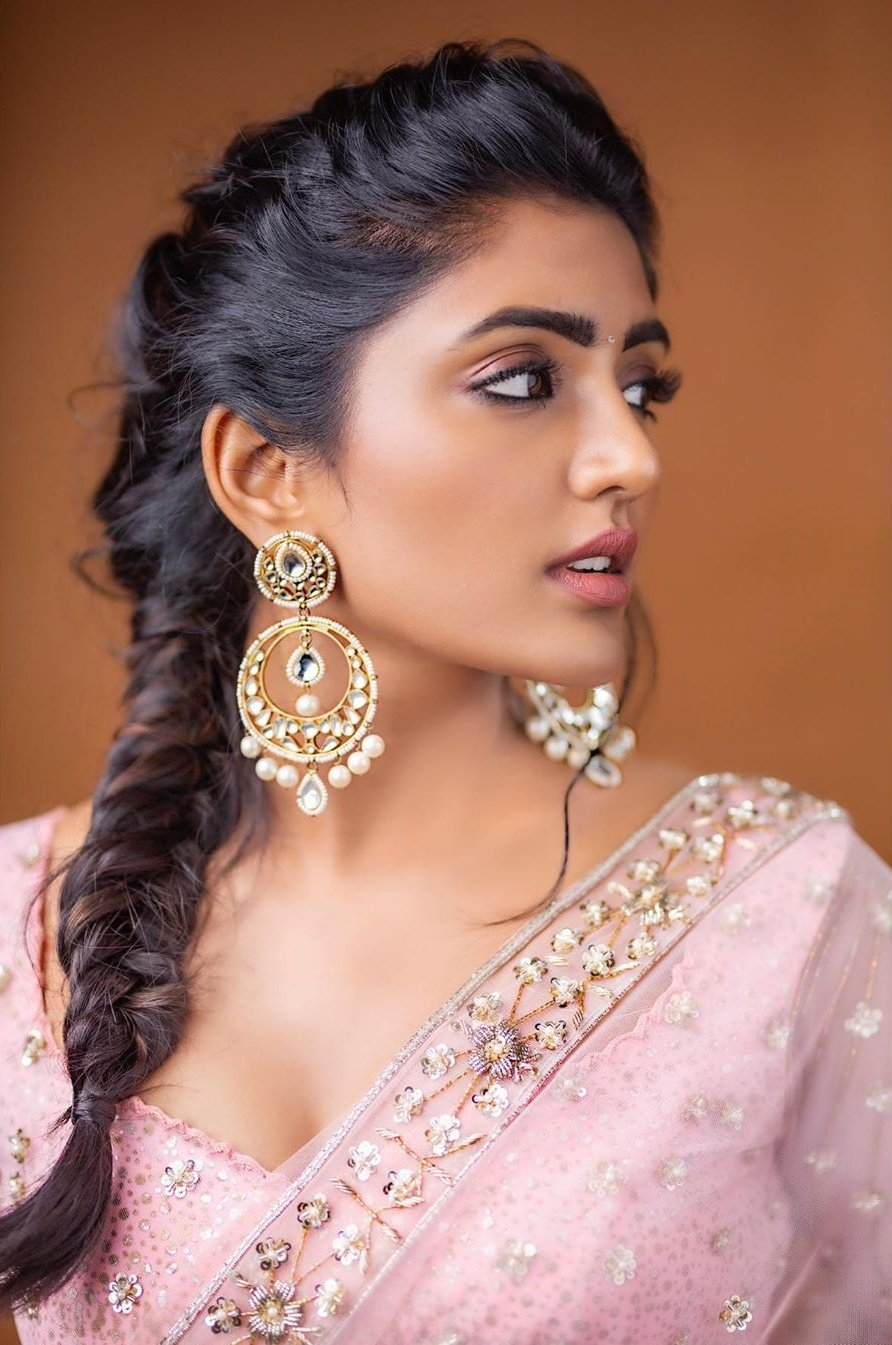 Bollywood Actress EeshaRebba HotPhotos MakeUp BeautyTips Fashion WallPapers Biography Wikipedia MoviesList VideoSongs Photoshoots