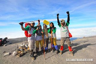 Tim Sekolah Inspirasi Pedalaman Banjarnegara sampai puncak Mahameru