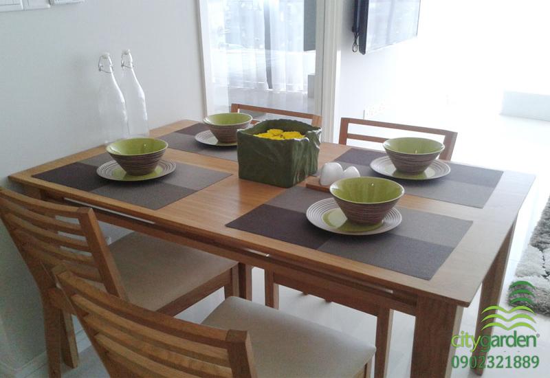 bàn ăn chung