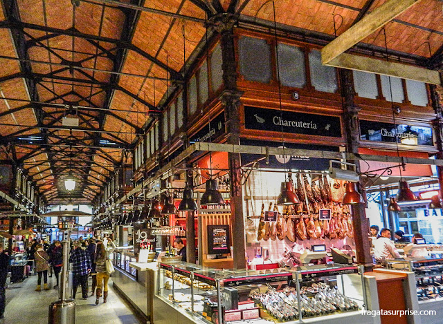 Balcão de frios do Mercado de San Miguel, em Madri