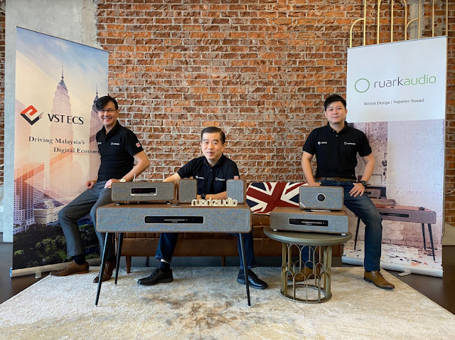 From L to R: Kenny Low, Business Development Manager, VSTECS Astar Sdn Bhd, Soong Jan Hsung, Chief Executive Officer, VSTECS Group, Andrew Ching, Senior Product Manager, VSTECS Astar Sdn Bhd