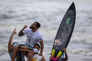 É do Nordeste! Ítalo Ferreira conquista o primeiro ouro do Brasil nas Olimpíadas