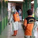 KKN-IK Jungpasir Lakukan Penyemprotan Disinfektan ke Sekolah-Sekolah