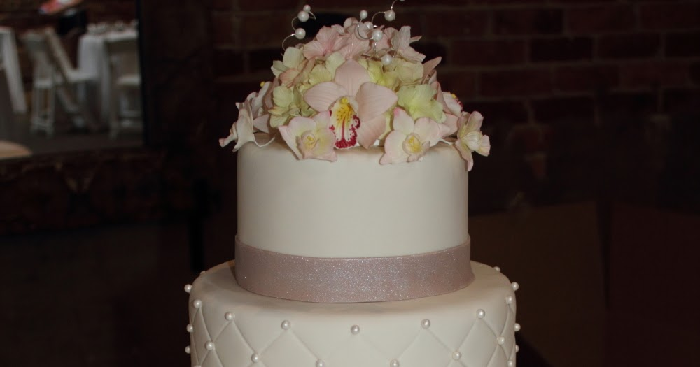 a wedding cake weighed 8 kg the cake engineer ivory wedding cake with champagne bow 10982