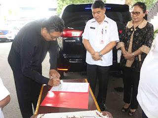 Olly Dondokambey Hibah 1 Innova ke Pengurus SAG Wilayah Sulutteng