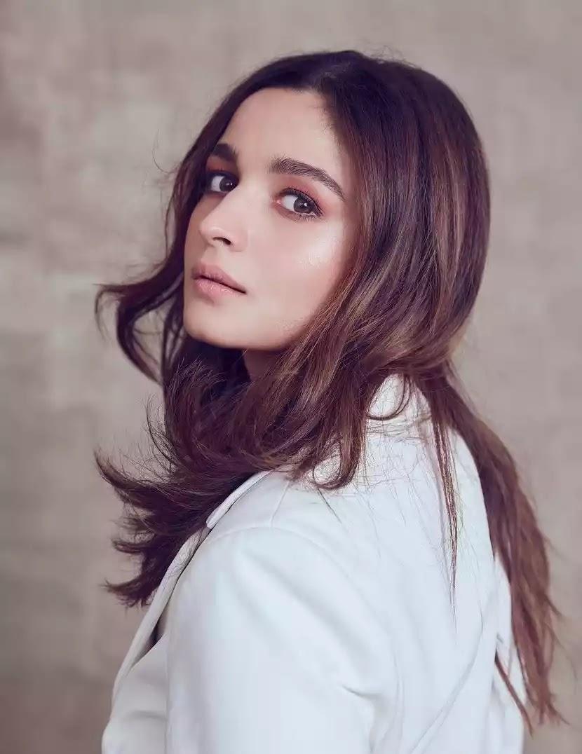 alia-bhatt-hot-looks-in-white-blazer-mini-dress