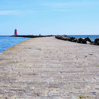 Best Dublin Walks: Poolbeg Lighthouse
