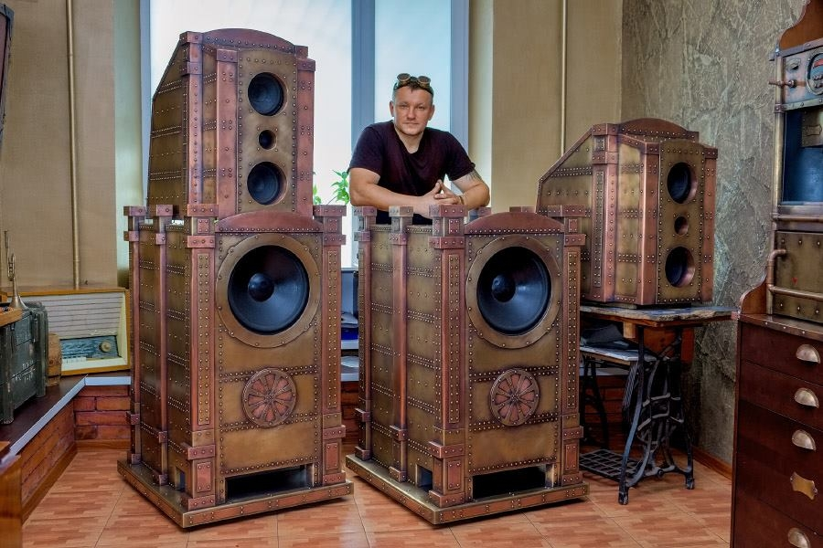 04-Speakers-Dmitry-Tihonenko-Average-Items-given-the-Steampunk-Treatment-www-designstack-co