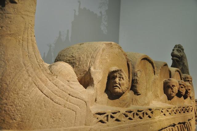 rzymski nagrobek kupca (winnego?) w muzeum w Trewirze