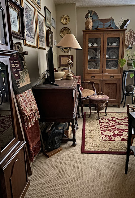English cottage decor entry
