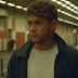 "A bad de Niall Horan bateu forte no clipe de ""Too Much To Ask"""