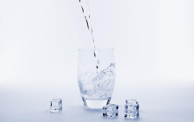 Pilih Air Mineral Atau Air Rebusan Sendiri?