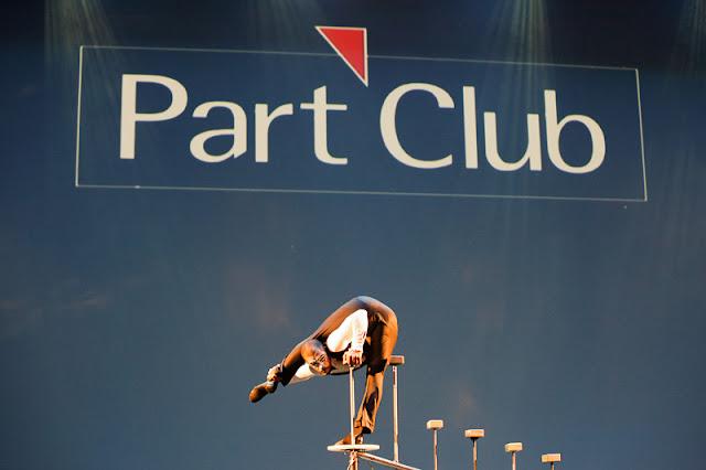 Performance circense parada de mãos para evento de premiação Part Club realizado no Teatro Porto Seguro SP.
